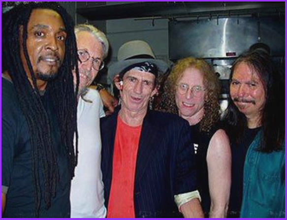 Bernard Fowler, Phil Jones, Keith Richards, Waddy Wachtel, Rick Rosas backstage 5/3/04