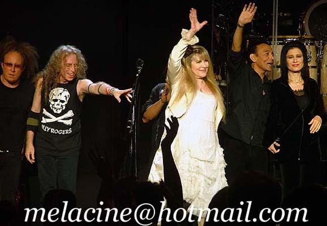 Jimmy Paxson, Waddy Wachtel, Stevie Nicks, Carlos Rios, Sharon Celani - Detroit 6/15/08