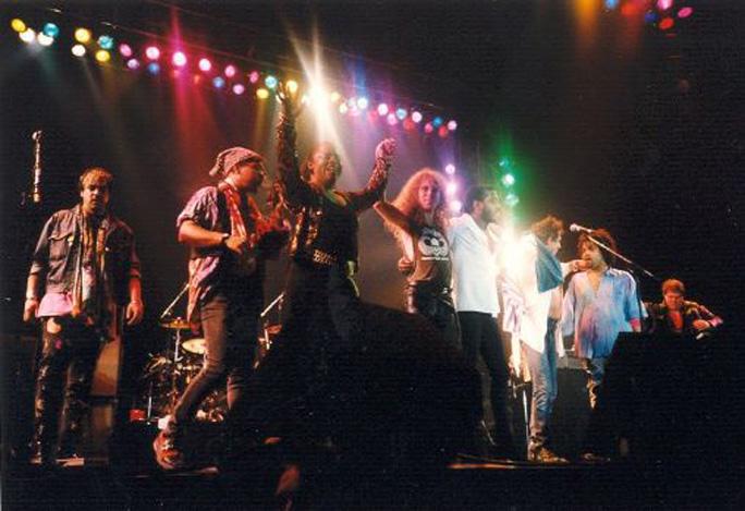 Babi (Bobby) Floyd, Ivan Neville, Sarah Dash, Waddy Wachtel, Steve Jordan, Keith Richards, Charley Drayton, Bobby Keys Main Offender Tour 1992