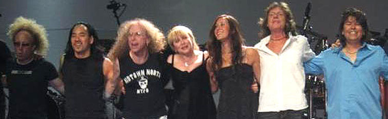 "Jimmy Paxson, Taku Hirano, Waddy Wachtel, Stevie Nicks, Vanessa Carlton, Brett Tuggle, Al Ortiz ""Dreams"" / ""Two Voices"" / ""Gold Dust"" 2005 - 2006 Tour"