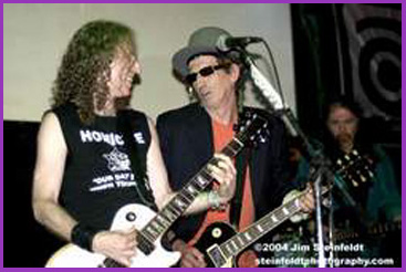 Waddy Wachtel, Keith Richards, Rick Rosas 5/3/04 (photo by Jim Steinfeldt)