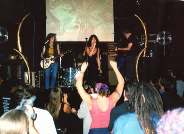 Waddy Wachtel, Phil Jones, Helen Henderson, Rick Rosas, Jack Tempchin  6/18/2001 (photo by Mark Oberhofer)