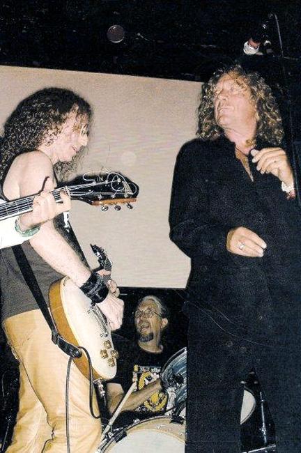 Waddy Wachtel, Phil Jones, Robert Plant  2004
