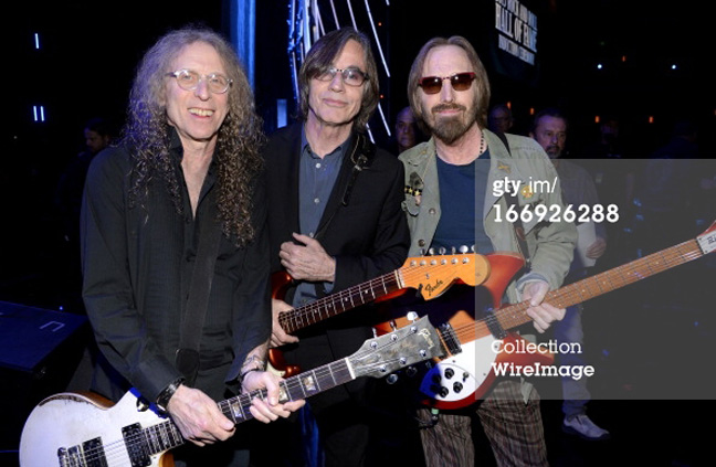 Waddy Wachtel, Jackson Browne, Tom Petty - backstage (photo by Kevin Mazur)