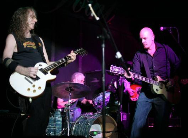 Waddy Wachtel, Phil Jones, Jordan Zevon 11/20/06 (photo by Jim Steinfeldt)