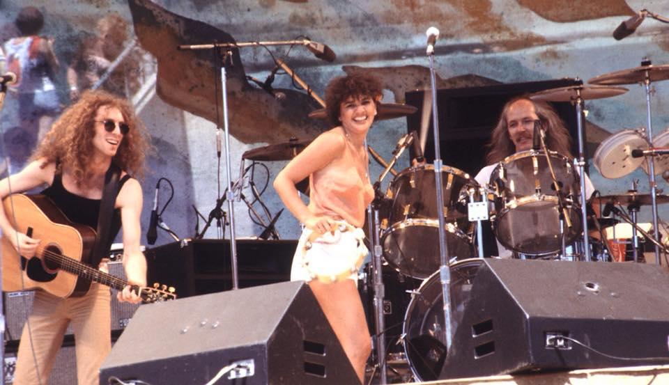 Waddy Wachtel, Linda Ronstadt, Brock Walsh 8/3/76 Oakland Coliseum (photo by Ron Draper)